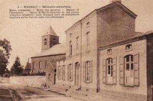 Eglise St-Martin, maison communale et école des garçons à Mignault